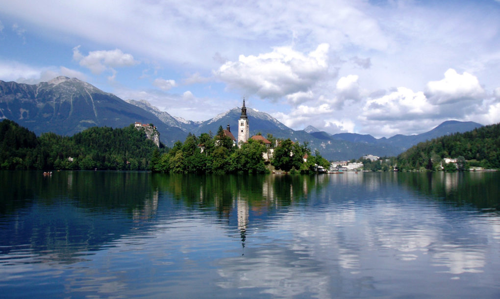 Slovenia-Lake-1020x610