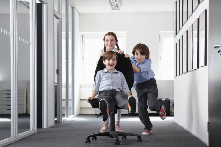 djeca u uredu