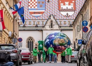Greenpeace - zemlja na infuziji
